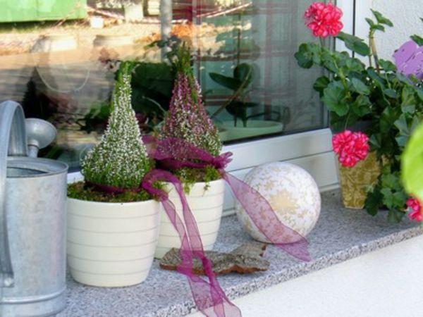 Blumenreiche Gestaltung Der Fensterbank Von Aussen Fensterdeko