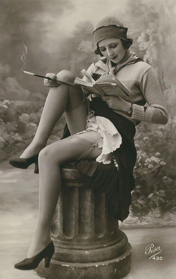 These Vintage Postcards Captured Women's Beauty 100 Years Ago