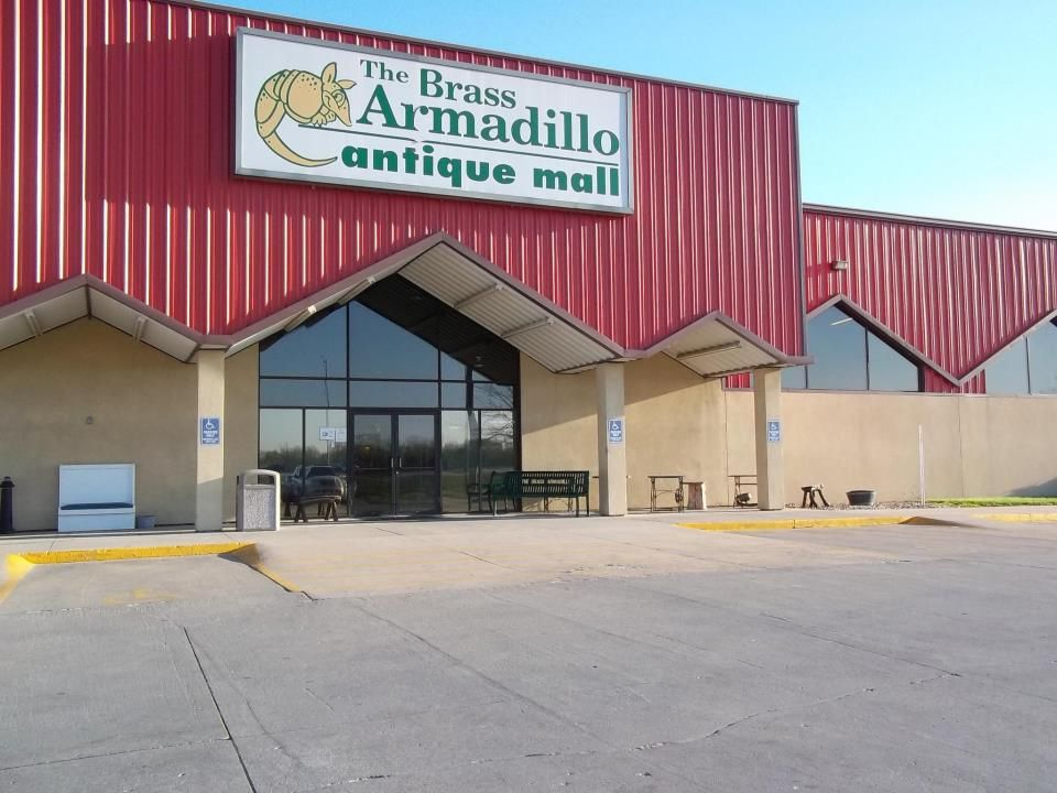 Des Moines Brass Armadillo Antique Mall With More Than 450 Antique And Collectible Dealers
