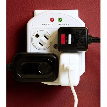 360° Swiveling Sockets With Surge Protection-could have used this many times...