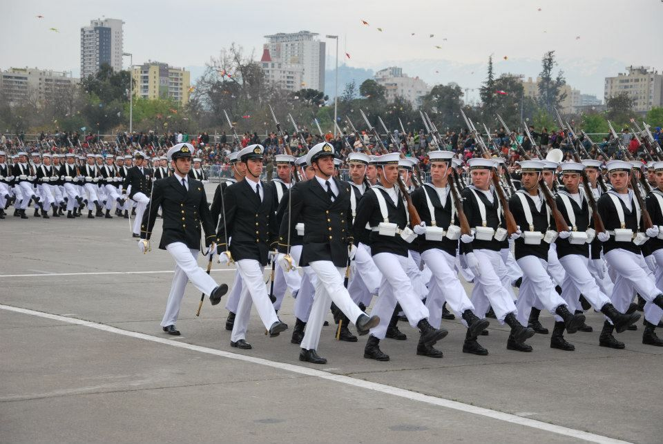 Officers And Cadets Of The Chile S Naval Polytechnic Academy Marching Through O Higgins Park In Santiago At The 2012 Chilean Army Day Parade Militar Barcos