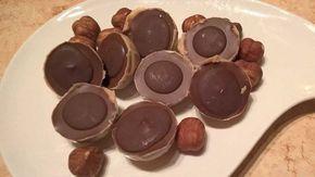 Die zuckerfreie low-carb Version von dem Klassiker in der goldenen Verpackung – für den absoluten Genuss ohne Reue!  Claudias Rezept Toffee Pralinen mit Nougat-Füllung low-carb zuckerfrei Zutaten für die Karamellschicht (für 48 Stück = 2 Formen): 80 g Kakaobutter 30 g Sahnepulver 40 g Mandelmus Dr. Almond Süße nach Geschmack Karamellaroma nach Geschmack, eher …
