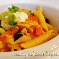 Chicken Enchilada Pasta...This reminds me of the pasta I used to get at Semolina's...want to try this soon!