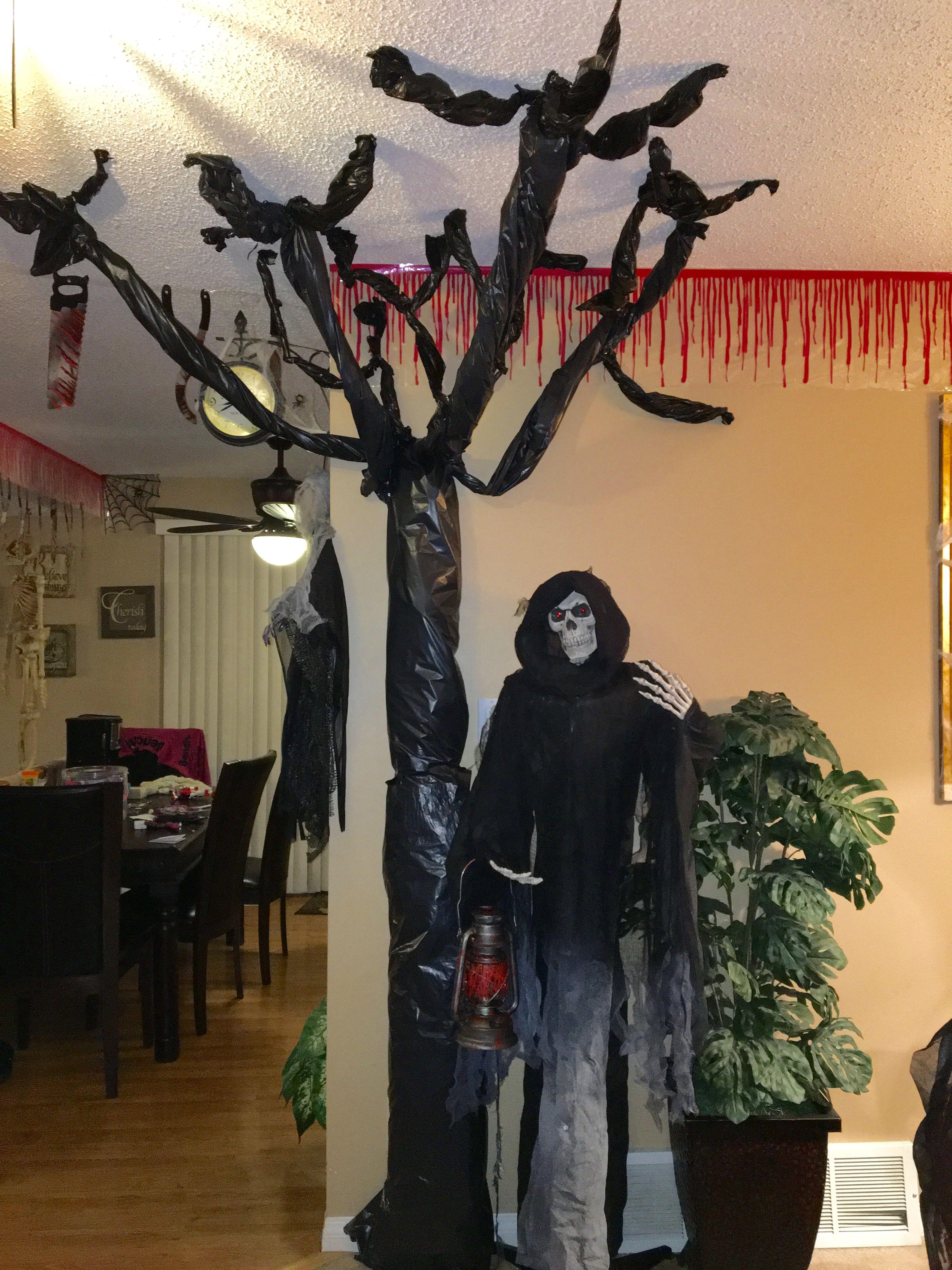 Easy Spooky Tree Garbage Bags. Diy Halloween