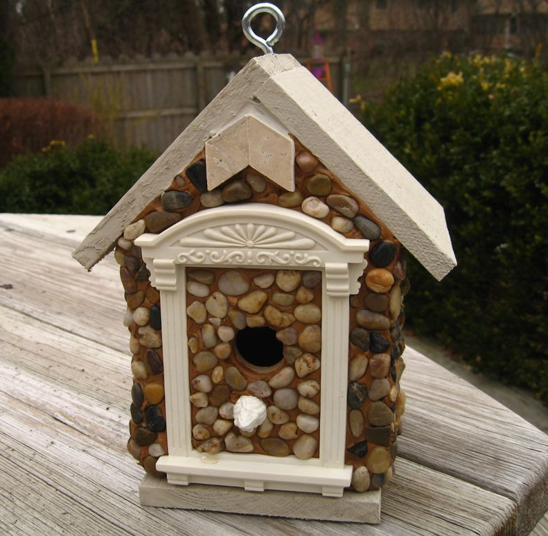 Custom build cedar birdhouse with white house style