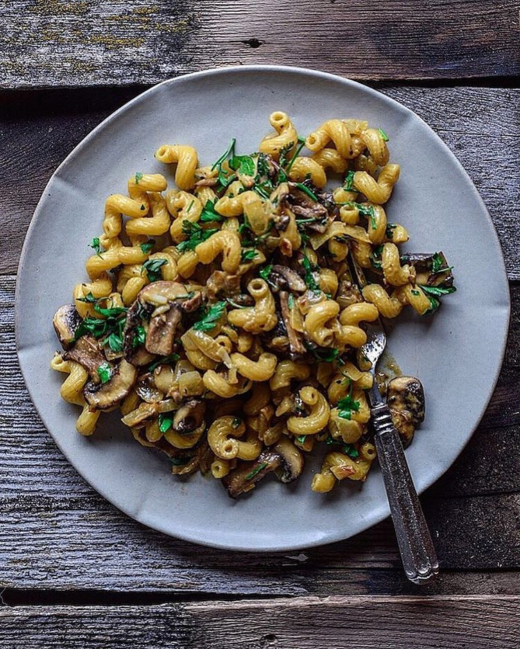 """3,318 curtidas, 114 comentários - Fear not. Food is your friend. (@foodbymaria) no Instagram: """"WHO WANTS PASTA!  This easy creamy mushroom sauce and corkscrew pasta recipe will be on the blog…"""""""