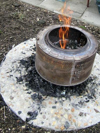 Alte Waschmaschinentrommel als Feuerschale für den Garten