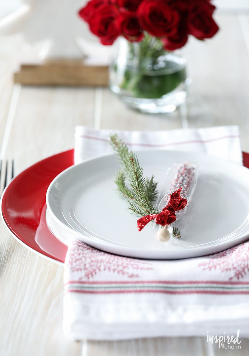 Red And White Christmas Table Setting Ideas Christmas Dining Setting Holiday Place Settings Christmas Christmas Table Settings