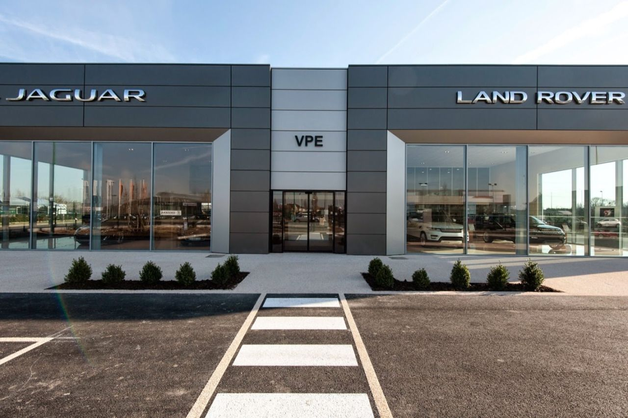 The new dealership of vpe pontoise jaguar landrover in the district of pari - Showroom point p paris ...