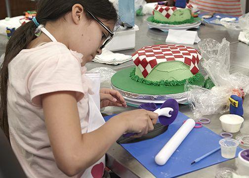 Kids Cake Decorating Classes At The Wilton School Darien Il