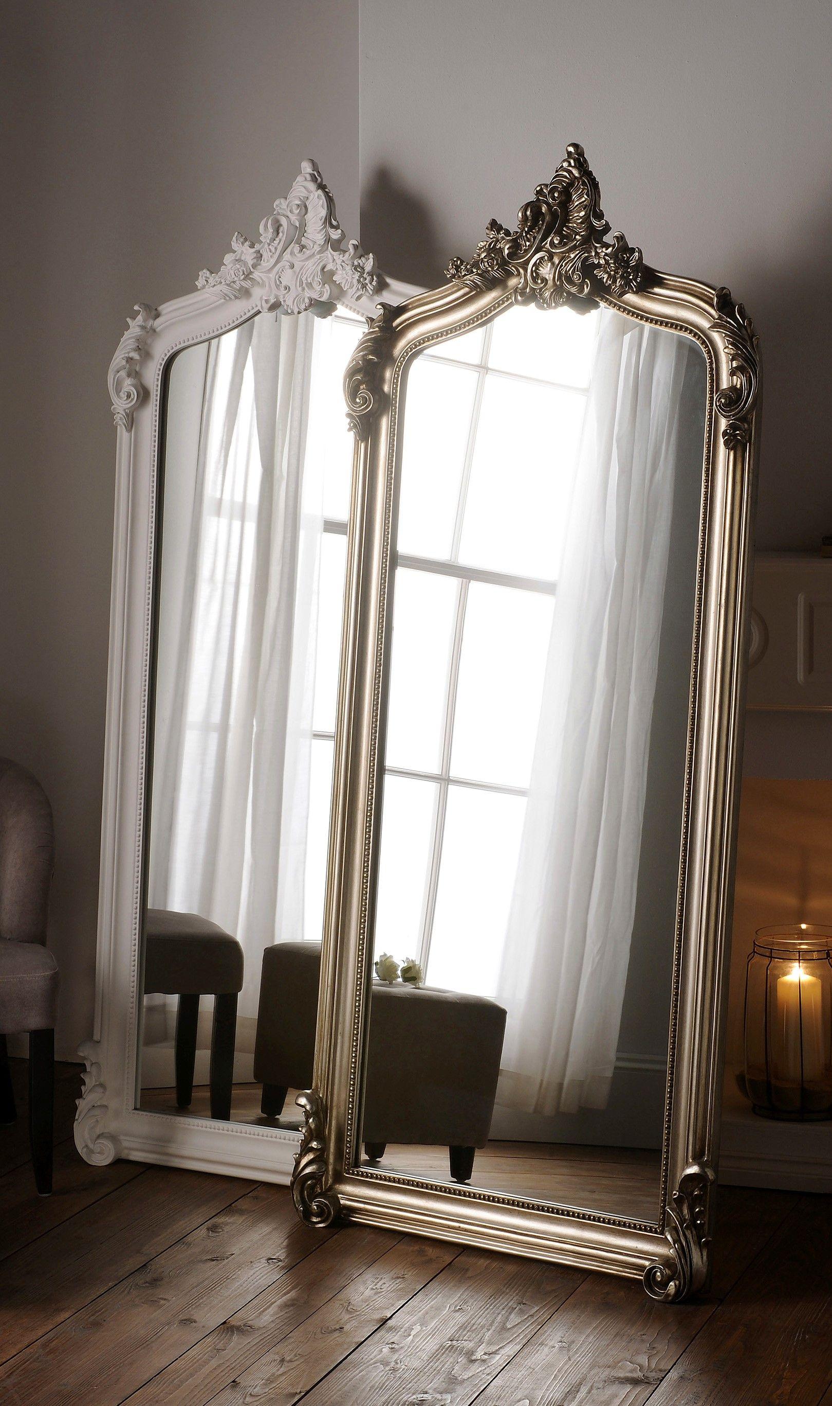 Langer Lehnspiegel mit prunkvollem Rahmen in wei  oder silber