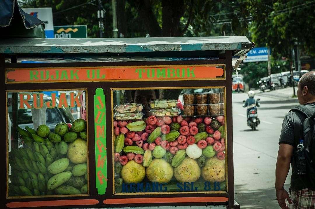 Hey Jakarta Pop Up And On Wheels Fruit Stands On The Streets Travel City Street Fruits Fresh Jakarta Indonesia Fruit Stands Fruit
