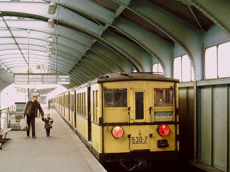 Berlin Schonhauser Allee 13 Dezember 1980 Berlin Berlin Ubahn Bahn Berlin