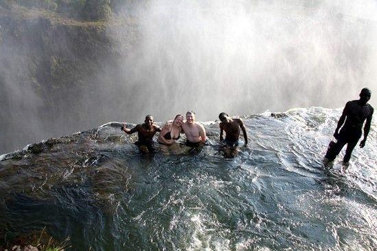 La piscina del diablo cataratas victoria frontera de for Cataratas para piscinas