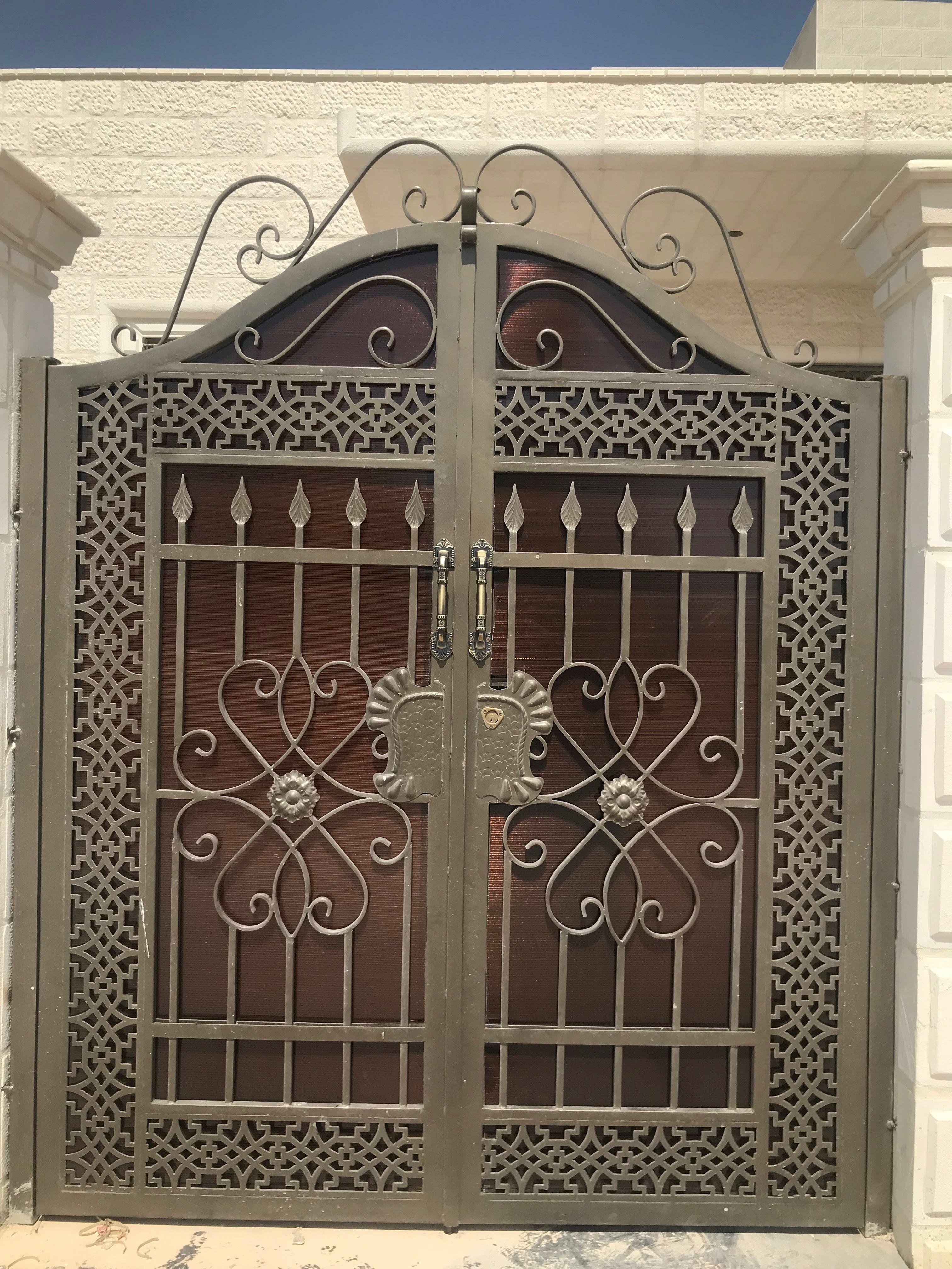 Pin By Tahir Khan On اعمال الحديد محدده يالو Steel Gate Design Gate Design Metal Doors Design