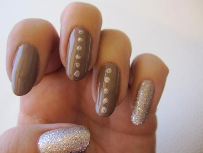My nails with Lumene Gel Effect nude Bare landscape nr 6 and Lumene Silver Sand nr 38. www.funkyandfifty.blogspot.com