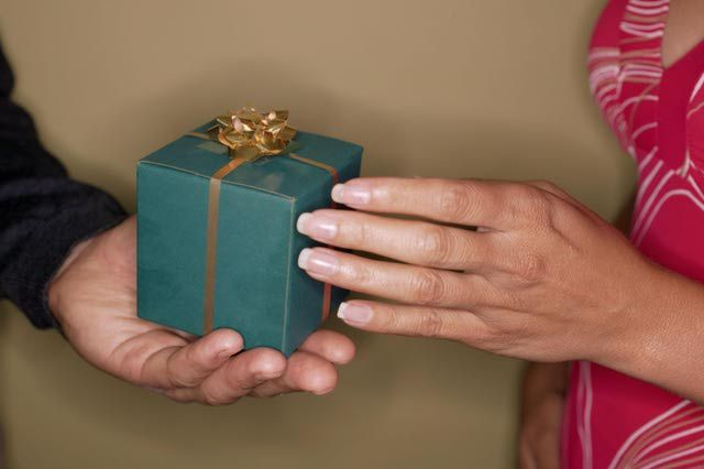 history of wedding anniversary gifts
