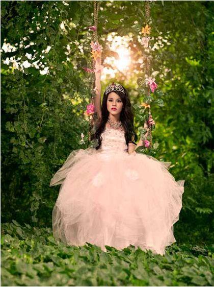 398a77a3a Danna Paola en un vestido de la colección de Vero Solis XV años ...
