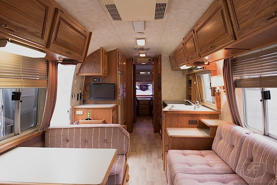 32.5 Ft 1988 Airstream Motorhome   Interior   Beautiful Trailers For All  Your Events Part 97