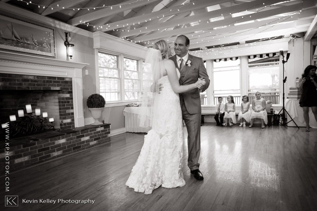 a connecticut wedding at the owenego inn in branford ct
