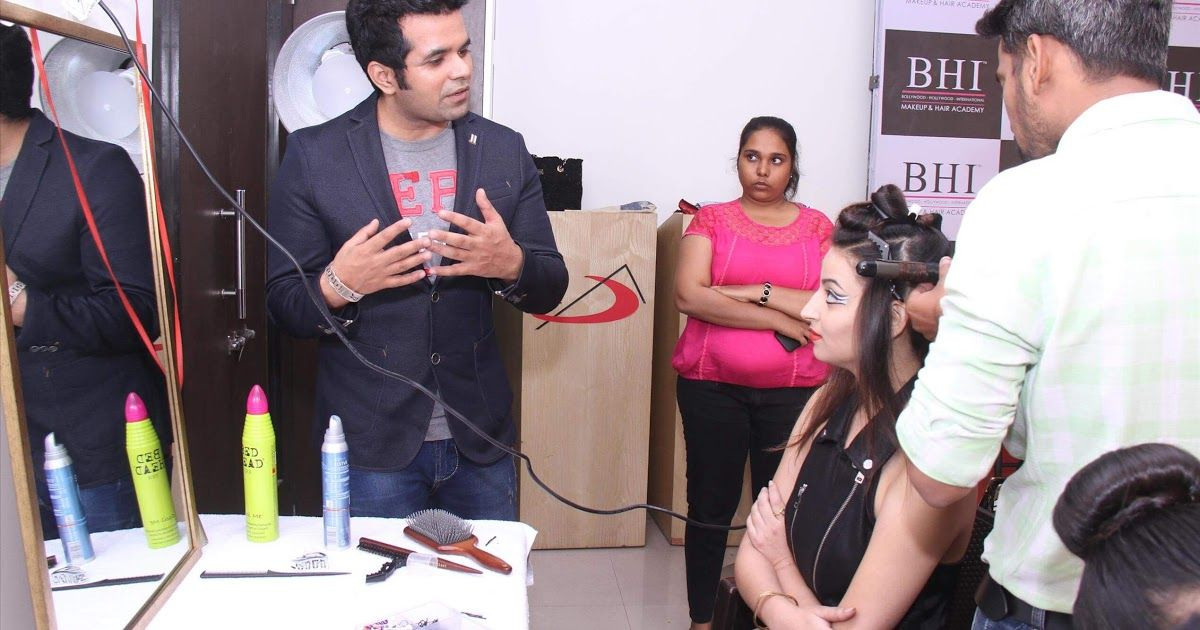Join in Top Makeup Training Institute in Mumbai Looking to