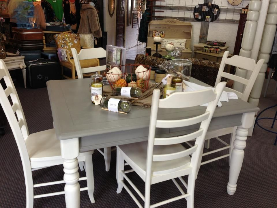 French Linen And Old White Chalk Paint Table And Chairs At Audrey S Painted Kitchen Tables Painted Dining Table Kitchen Table Redo