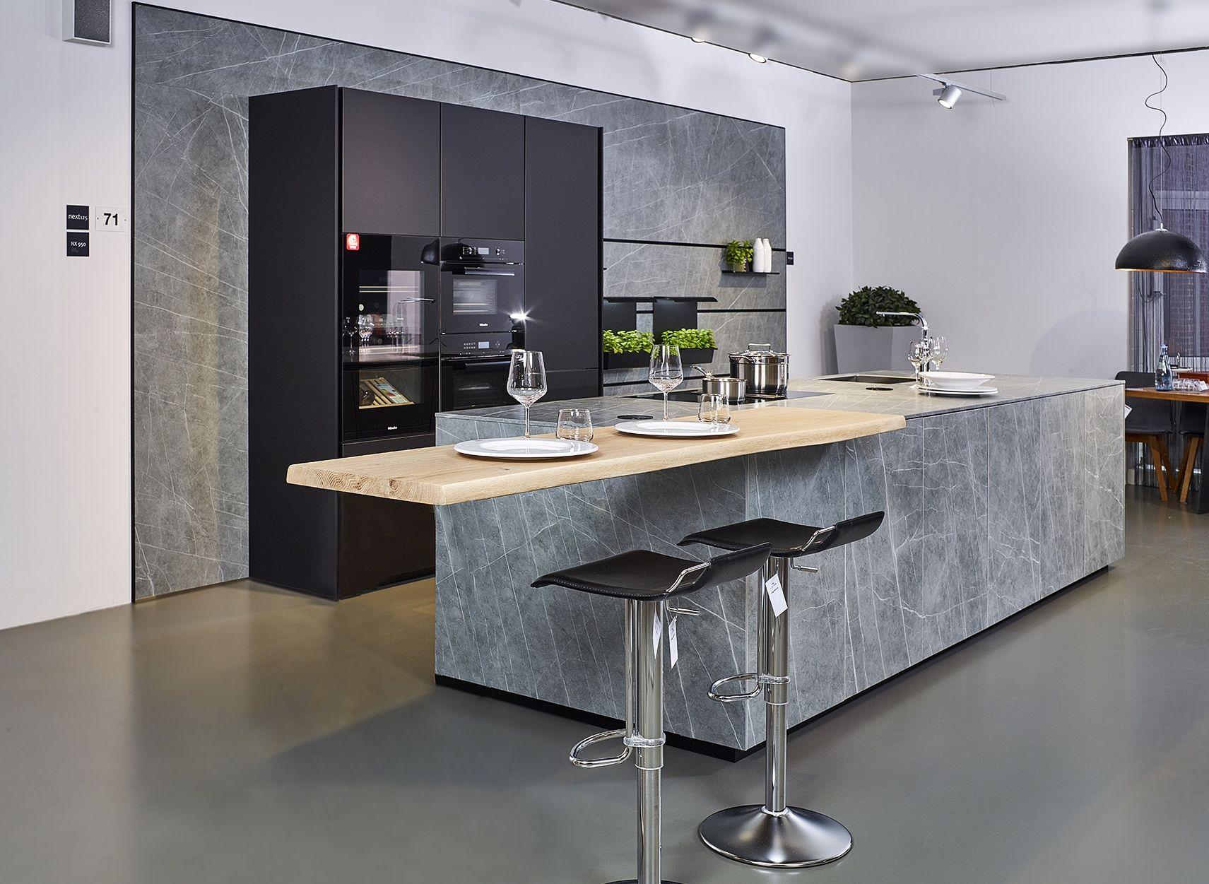 High End Designkuche Von Next125 Mit Keramikfronten Arbeitsplatte Und Ruckwand Koje 71 Kh Kuchen Design Arbeitsplatte Kuche