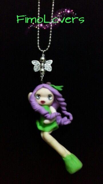 """Collana doll """"Folletto del Bosco""""(cm 10,5 ca),con charm."""
