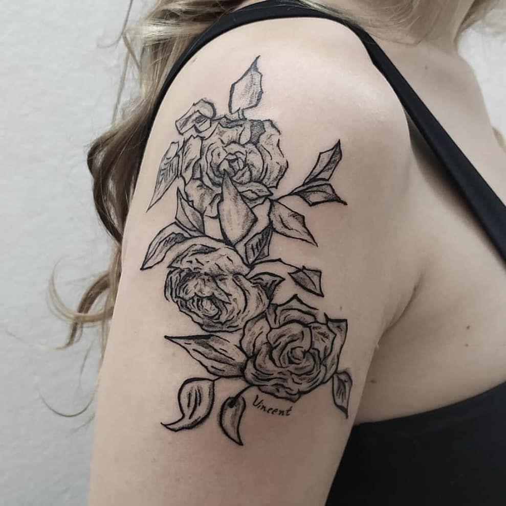 Algumas das minhas tattoos baseadas em obras de arte!  Gosto muito desse tipo de trabalho :) bora marcar um pra depois da quarentena?! Para informações e agendamentos envie uma mensagem para o WhatsApp: 14 998629962 . . . #tattoo#tattoos#blackworktattoo#blackwork#blackworkersubmission#ttblackink#flashtattoo#dotwork#dotworktattoo#blackworkers#ladytattooer#tat#art#inspirationtattoo#tatuaje#ink#tattoodo#tattooartist#blacktattooart#btattooing#blxckink#sketchtattoo