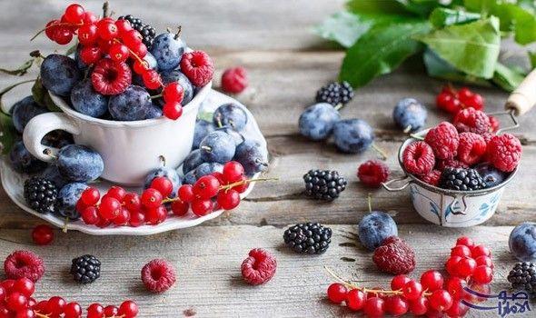 فوائد التوت للبشرة ووصفاته الطبيعية الطبيعة هي حليفك الأساسي لتحافظي على جمالك وتزيدي من إشراق بشرتك فما رأيك بأن نتعرف على فوائد التوت Food Fruit Blackberry
