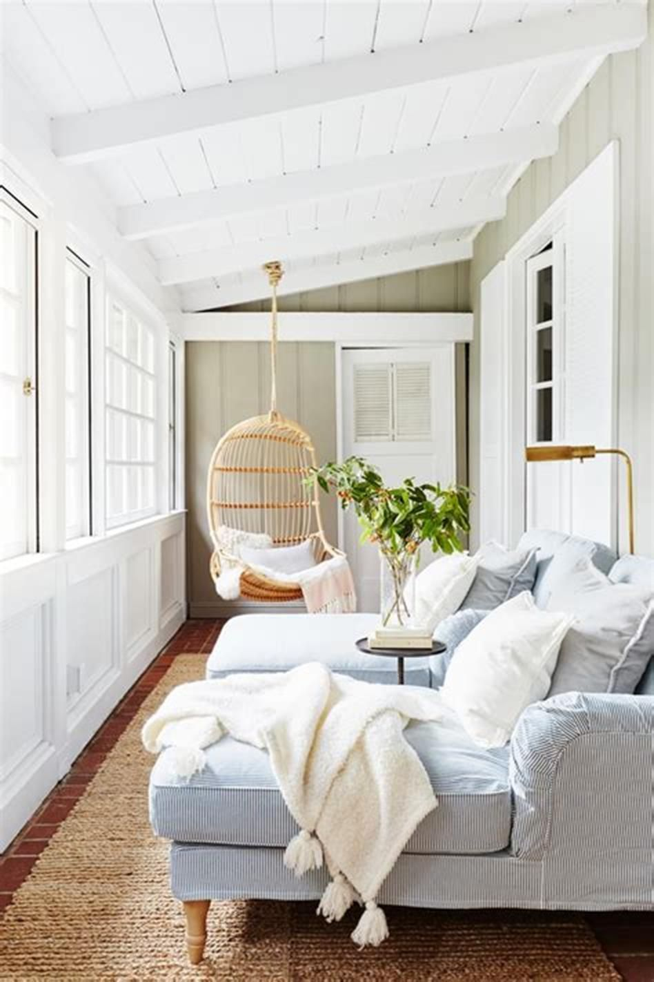 11+ Stunning Farmhouse Style Sunrooms Design and Decorating Ideas