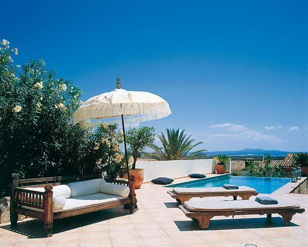 Una Casa Con La Intensa Luz Del Mediterráneo