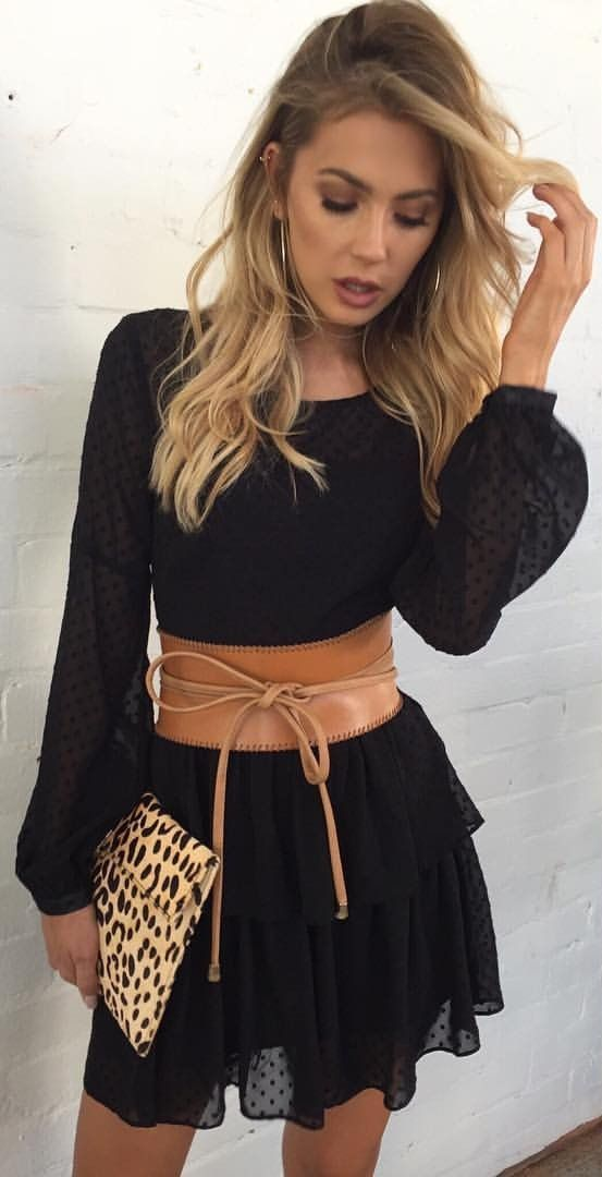 #spring #outfits Poco Negro Vestido + camello del corsé de cuero del embrague del leopardo +
