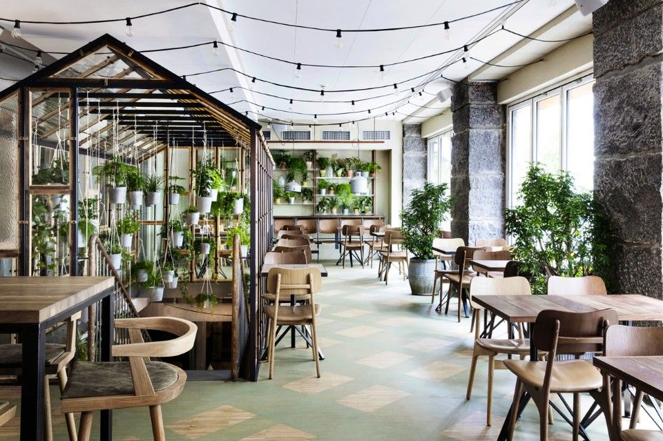 Designed Genbyg Design, the new large and lush greenhouse serves as the connector between the two floors, and provides an inviting and informal setting.