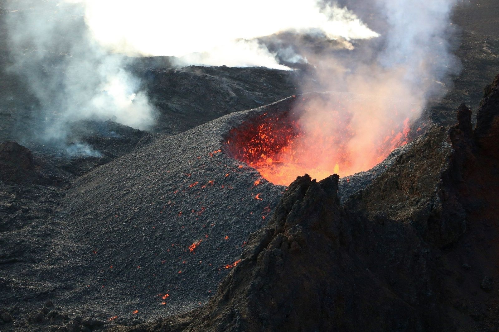 Piton De La Fournaise The Piton Named Lo Rwa Kaf Photo Ovpf During His Activity On 05 03 2019 Volcano Volcanology World