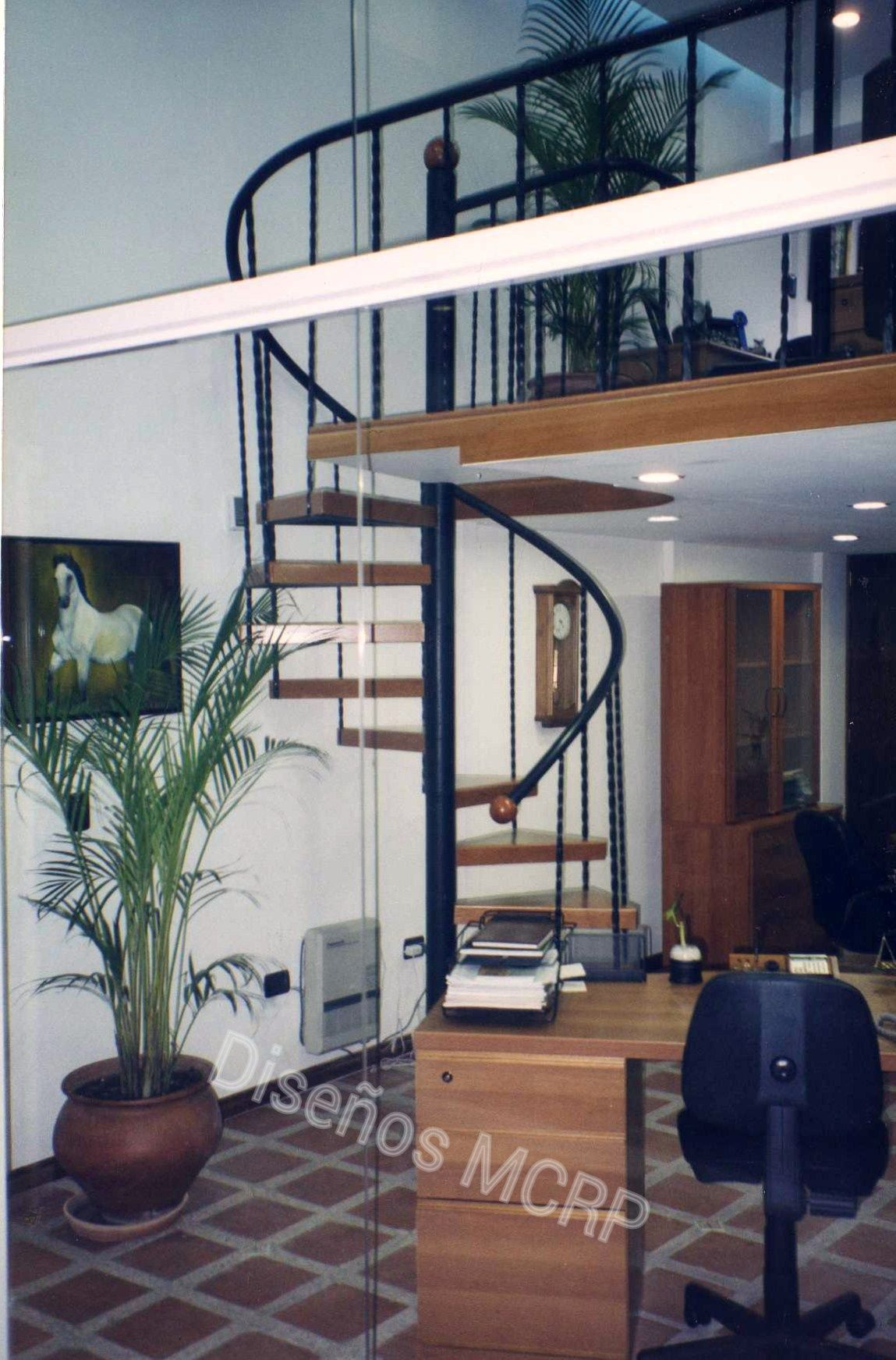 Escalera caracol de dise o baranda en hierro forjado for Como hacer una escalera caracol