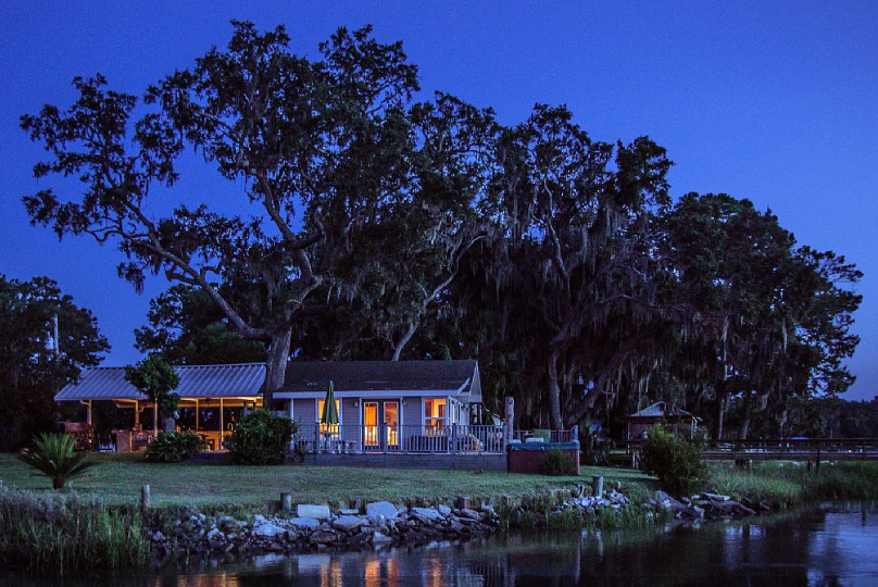 Romantic Cottage Rental With A Dock And Hot Tub Near Savannah Georgia Cottage Rental Romantic Cottage Cottage