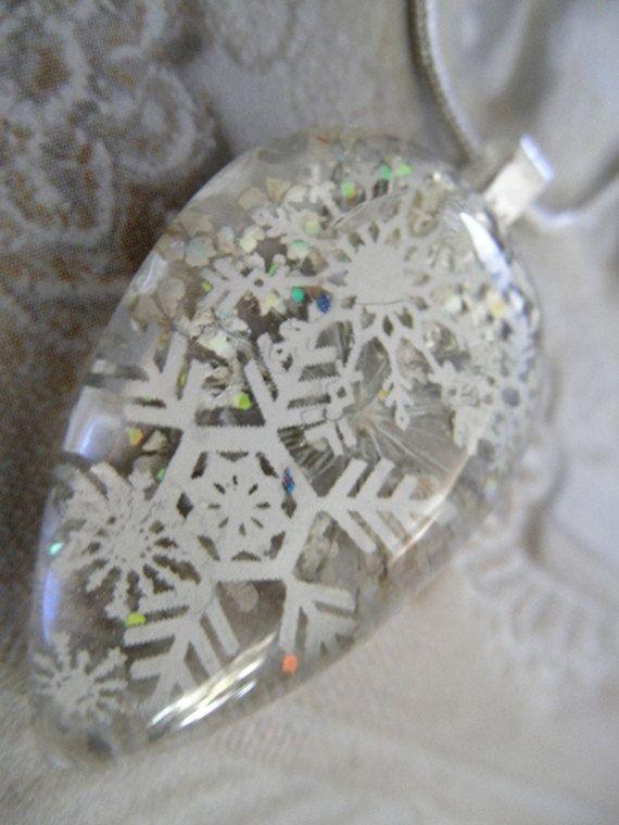 Peaceful SnowfallPressed Flower Glass by giftforallseasons on Etsy, $23.00