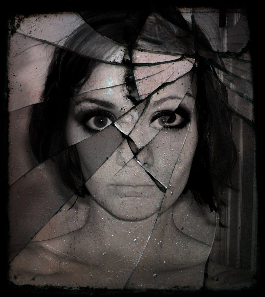 Face in broken mirror | Eerie X: Black & White | Pinterest ...