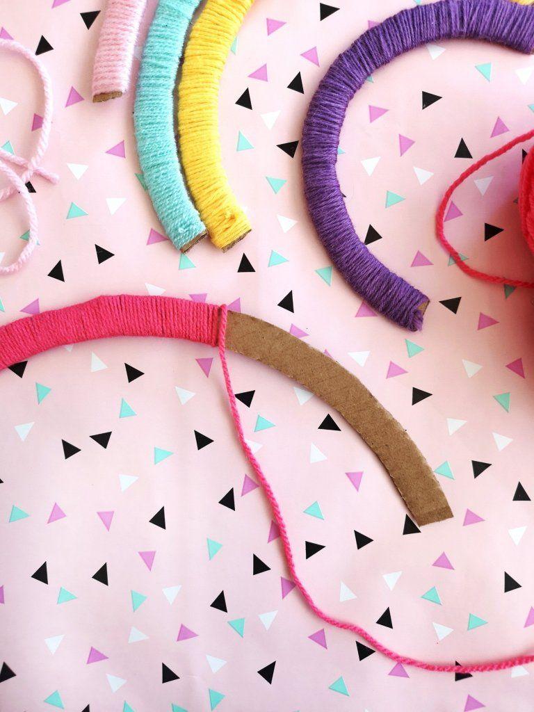 DIY Regenbogen aus Pappe - Kinderzimmer Deko einfach selber machen - kleinliebchen #kinderzimmerdeko