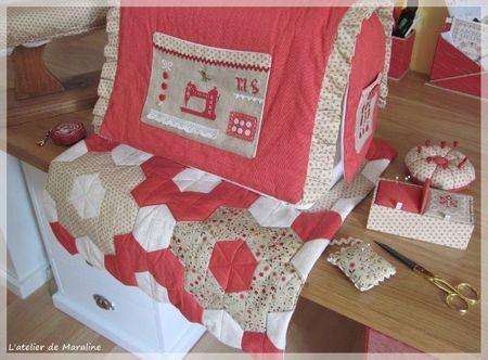 housse et tapis couture housses machine coudre. Black Bedroom Furniture Sets. Home Design Ideas