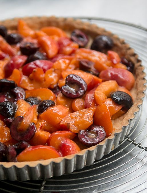 Apricot Cherry Marzipan tart recipe-5 Tartaleta de damascos y cerezas de David Lebovitz
