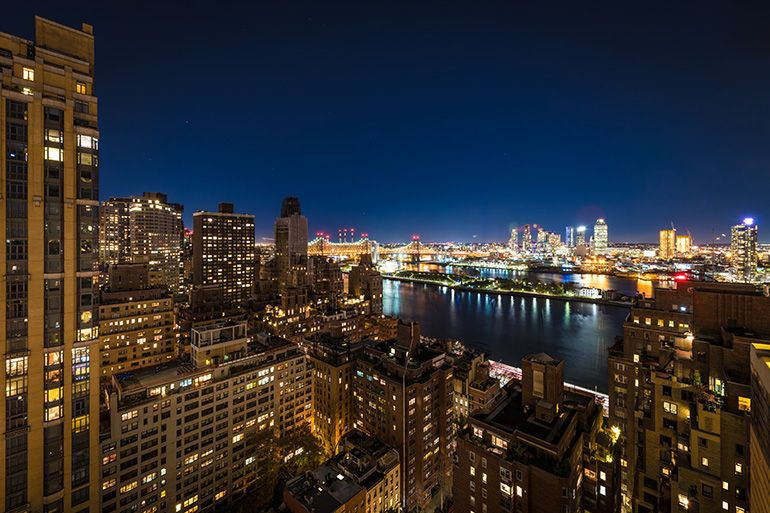 Rooftop Bars Take In The Glamour Of Old Manhattan At Ophelia Lounge Best Rooftop Bars Rooftop Bar Outdoor