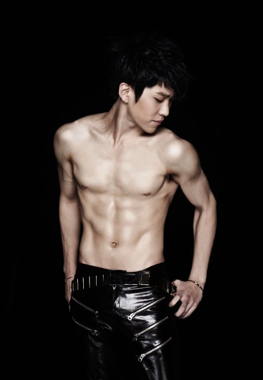 Boyfriend S Hyunseong Impresses With His Six Pack Abs Boyfriend Kpop Abs Boy Bands