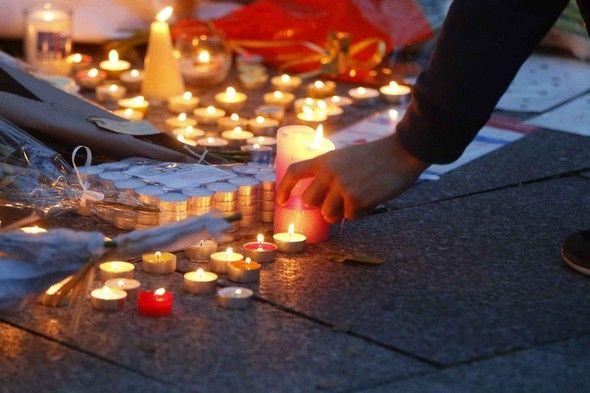 Attentats Paris : « Les fleurs et les bougies, c'est pour nous protéger ». | Le blog de Radiblog