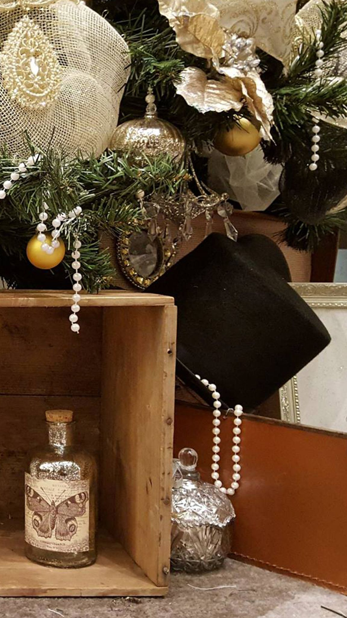 Christmas Decoration Fillers Get Christmas Decoration Ideas For The Special Christmas Occasion B Commercial Christmas Decorations Christmas Decorations Decor