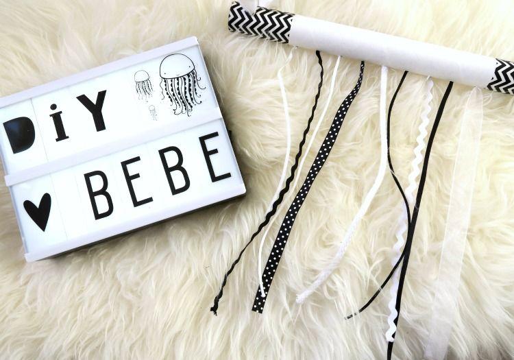 mobile de rubans en noir et blanc pour b b nomade. Black Bedroom Furniture Sets. Home Design Ideas
