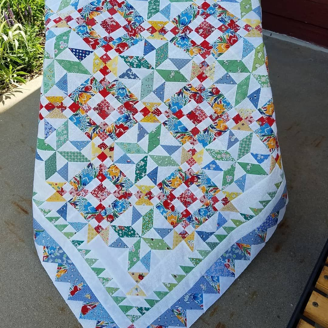 Tina Darrow On Instagram Bonnie Hunter Mystery Quilt Good Fortune Complete Quiltvillemystery Bonnie Hunter Scrap Quilts Mystery Quilt Bonnie Hunter