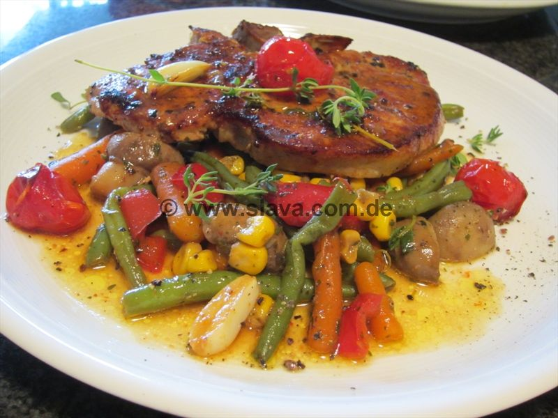 Saftiges Kotelett an Gemüse-Provence-Pfanne   Kochrezepte ...