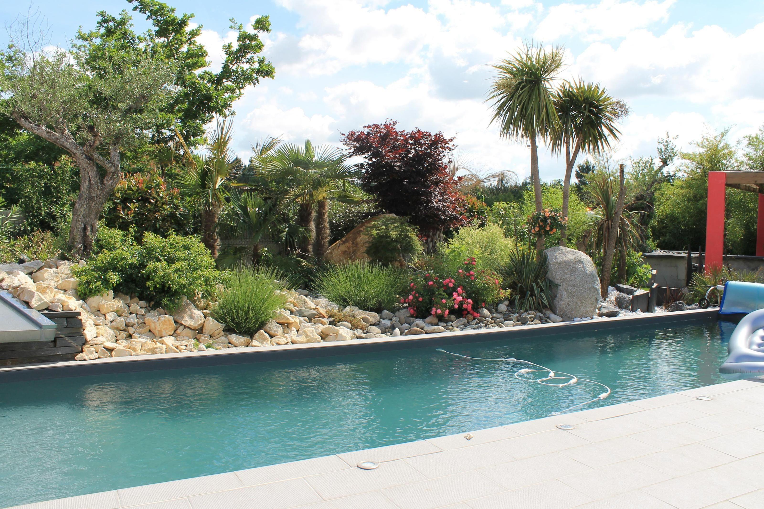 Deco exterieur piscine jardin beautiful decoration autour d une piscine photos house design - Gourdon piscine ...
